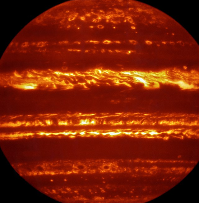 Júpiter, fotografía en infrarrojo.
