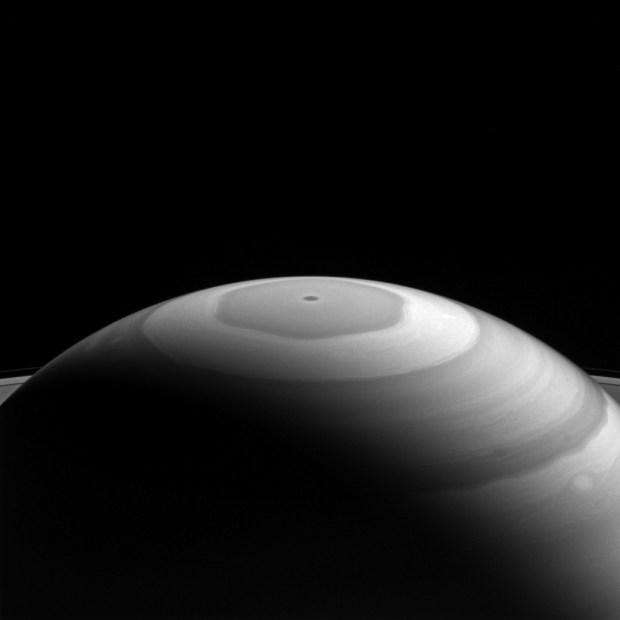 Cassini sigue sorprendiéndonos con más fotos de Saturno