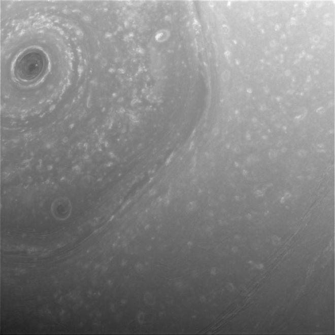 Saturno, tormenta hexagonal fotografiada por cassini