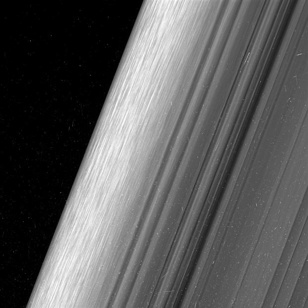 Un vistazo con detalles sin precedentes a los anillos de Saturno