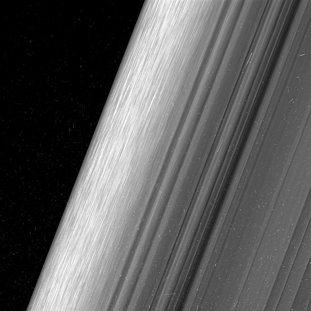 Cassini, fotografías detalladas de los anillos de saturno