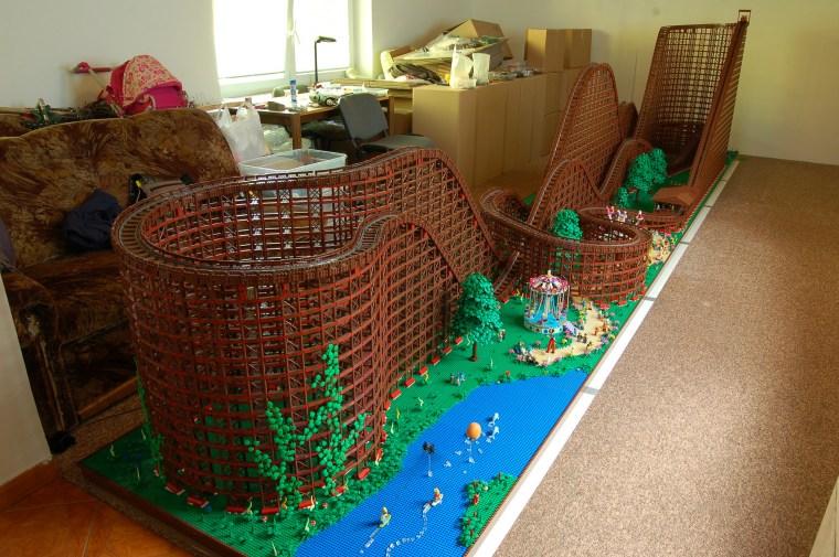 El Toro montaña rusa realizada con LEGO