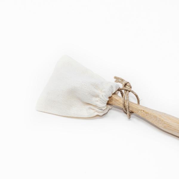 Pochette protège tête de brosse à dents sur sa brosse à dents en bambou - J'aime mes dents