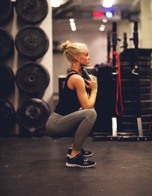 obtenir de belles fesses en faisant du squat