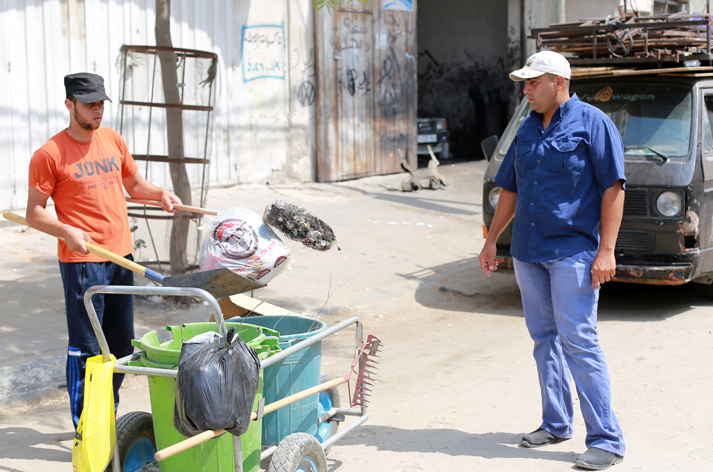 Ibrahim Nasser is supervising another JCP labourer in Nuseirat camp, central Gaza. © 2016 UNRWA Photo by Rushdi Al-Sarraj