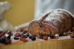 findik yaban mersini ekşi maya tam buğday ekmek