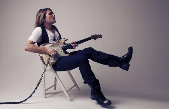 Steamroller. An Interview With Philip Sayce