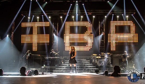 """The Band Perry's """"We Are Pioneers"""" Tour feat. Easton Corbin & Lindsay Ell At Rockford BMO Harris Bank Center In Rockford, IL."""