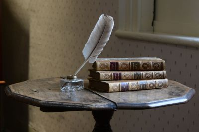 jane_austen_house_museum_writing_table_p-2526p