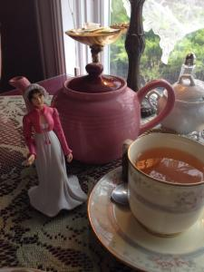 jane-austen-action-figure_bingley-s-tea 3
