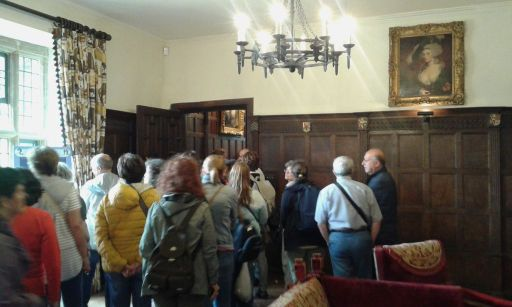 Chawton House, i soci jasit escono dalla dining room