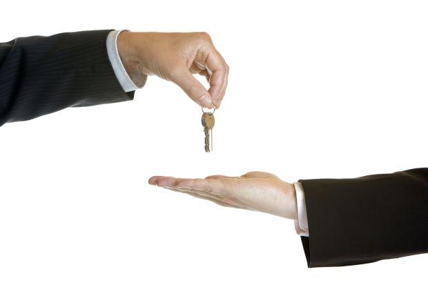 Übergabe des Unternehmens: Wer sich rechtzeitig mit den Optionen auseinandersetzt, kann alle Seiten zufriedenstellen.