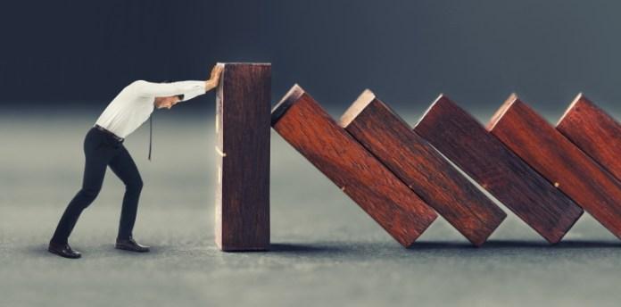 Sich gegen den Zerfall stemmen: Unternehmer sollten bereits vor der eigentlichen Sanierung handeln. © Africa Studio - stock.adobe.com