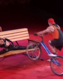 Circus - Extreme cyclist