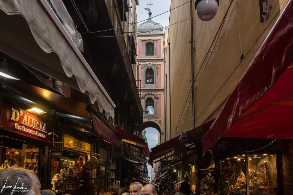 Napoli: Via San Gregorio Armeno