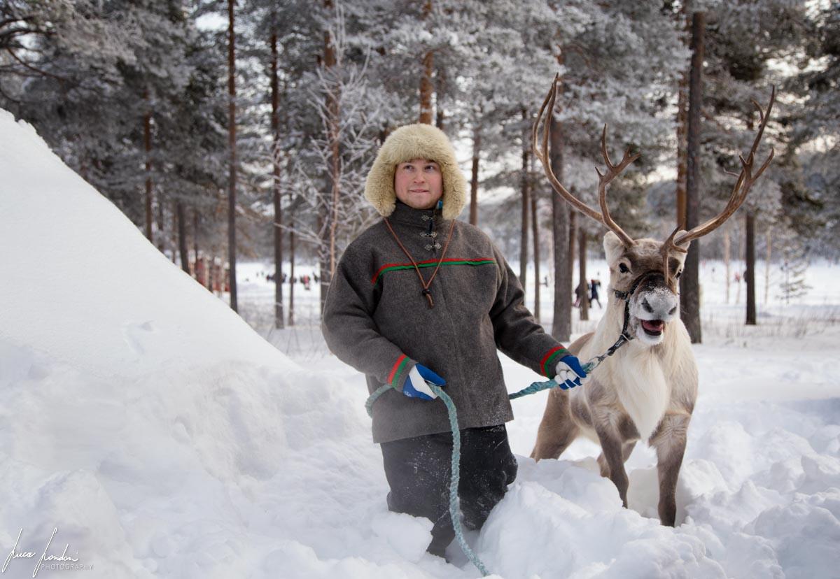 Pastore Sami con la sua renna