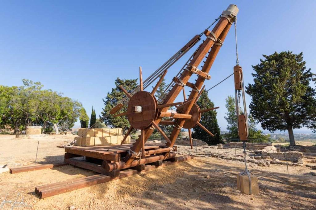 Valle dei Templi: macchinario utilizzato per sollevare i medi blocchi