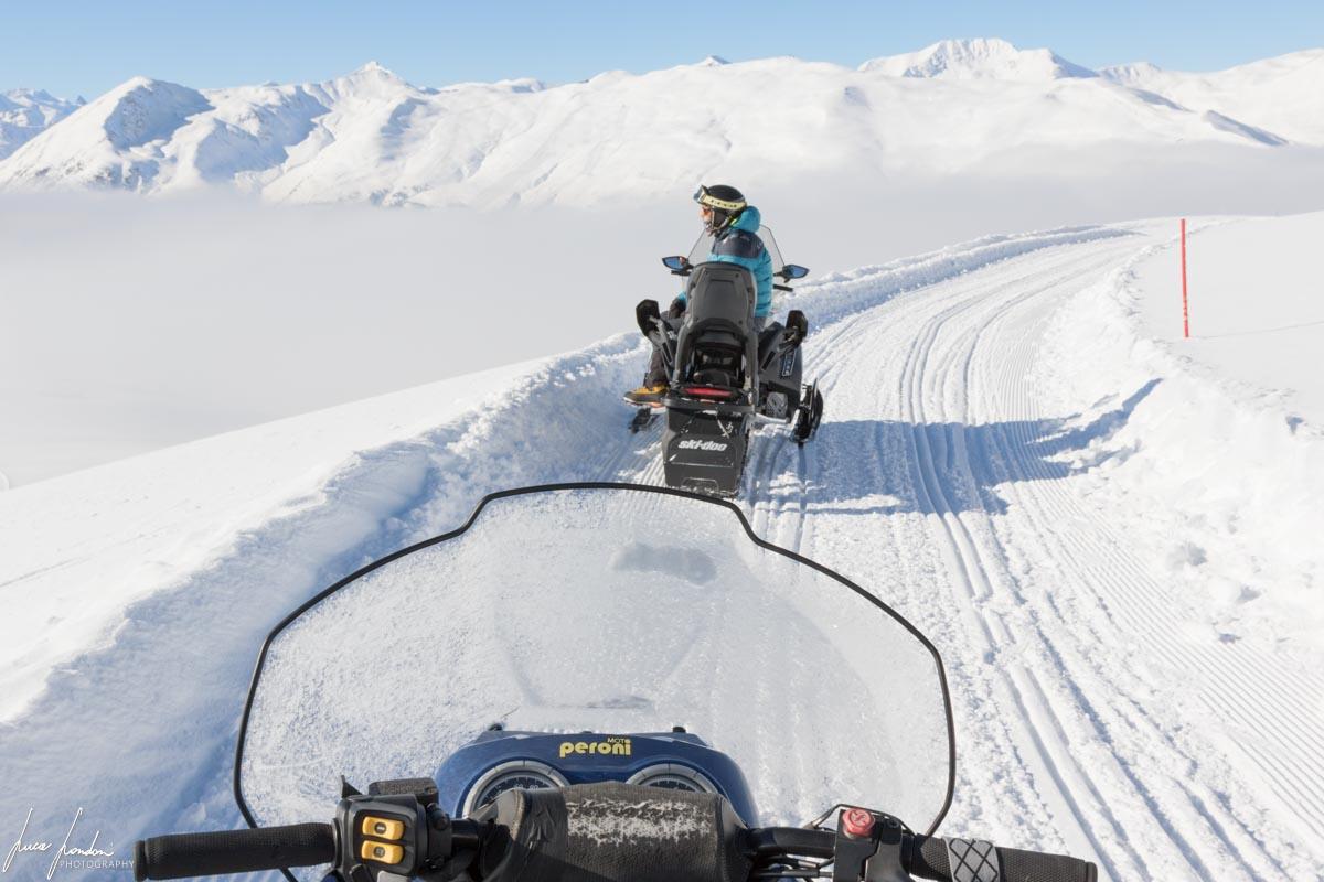 Cosa fare a Livigno in inverno: escursione in motoslitta