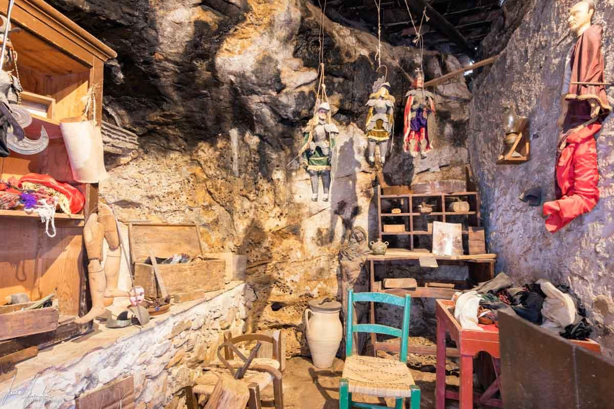 L'interno della Grotta Mangiapane