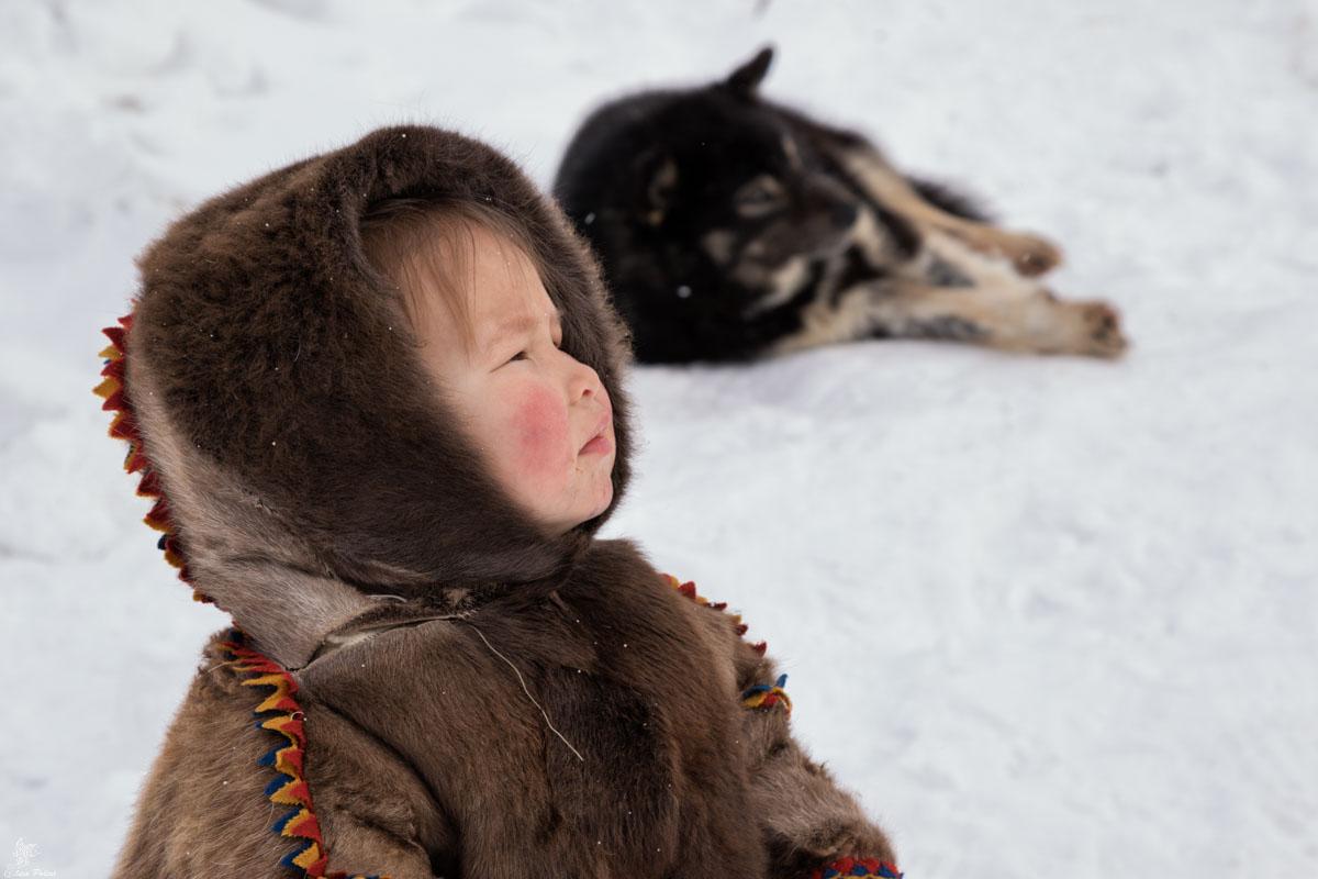 People of the Arctic: bambina Nenet