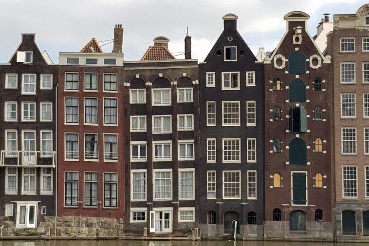 Dancing House, le case storte di Amsterdam