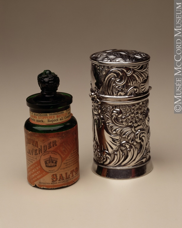 Smelling salts case, 1900, Gift of Miss Annette R. Wolff, McCord Museum M985.184.3.1-2 CC by 2.5