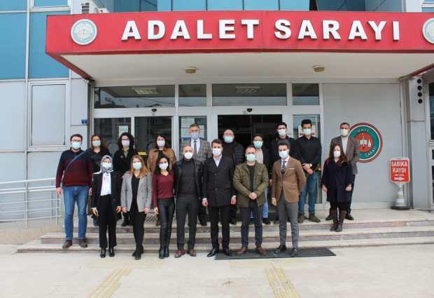 AK Parti'den Avukatlara Gül!