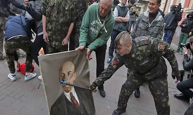 The sweet irony of Ukie politics: a Ukronazi vandalizes the portrait of the man who created the Ukraine in the first place!