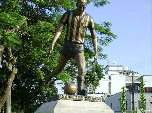 heleno-statue