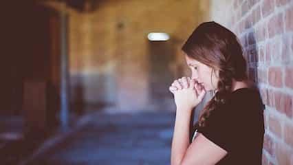 聖經金句|禱告祈求:他垂聽窮人的禱告,並不藐視他們的祈求.