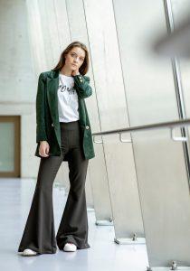 Sacha Pants, pantalon flare disponible sur Up & Down Hill, eshop 100% belge de prêt-à-porter