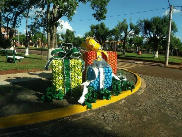Recycled Plastic Bottles Patio Decor Ideas Upcycle Art