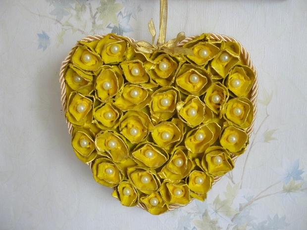 Pascua ideas del arte cartón de huevos reutilizan corazón decoración de las perlas hechas a mano