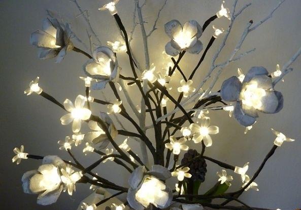 flores de cartón de huevo luces de las ideas upcycling cadena