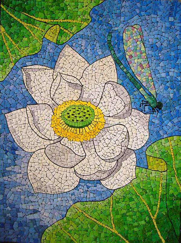 reutilizar las cáscaras de huevo pintura del arte del mosaico con flores para Pascua