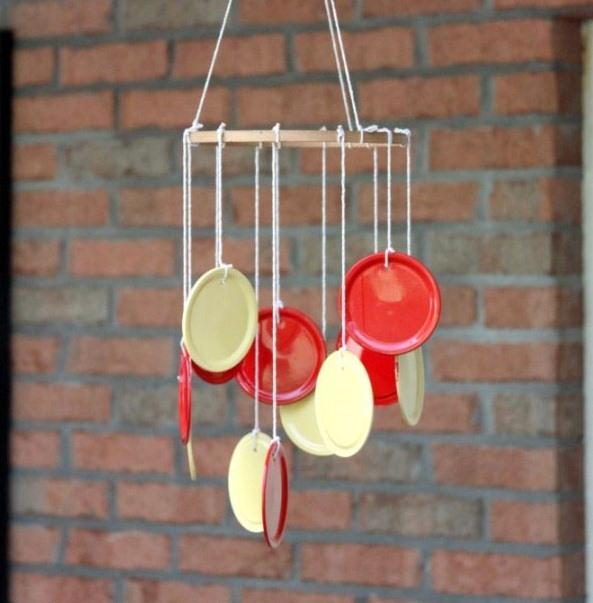 viento artesanías carillón de verano manualidades bricolaje de viejas tapas de caja de pinturas de color blanco y rojo