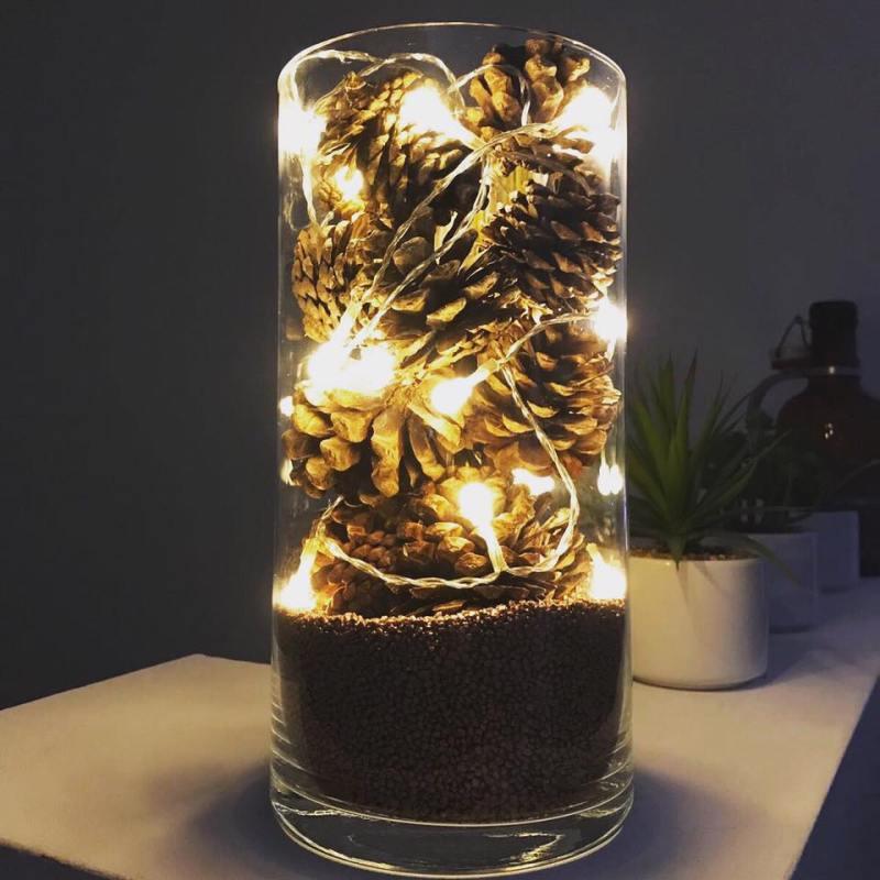 Tannenzapfen-Lichterkette-Dekoration