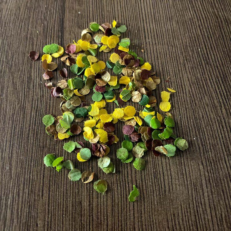 Konfetti aus Blätter