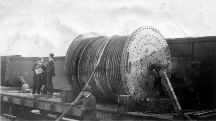 unloading_submarine_cable