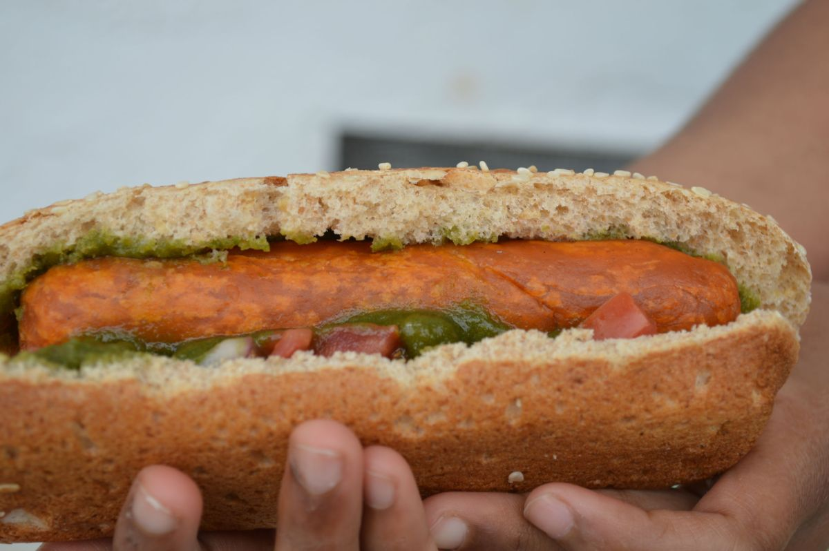 3 ingredient Vegan Hot Dog ready in less than 15 minutes
