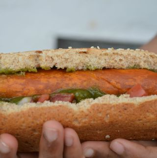 3 ingredient Vegan Hot Dog ready in less than 15 minutes