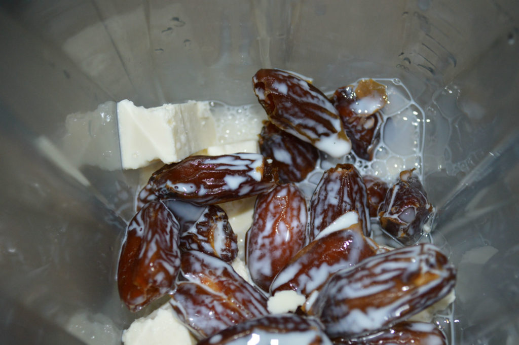 Easy and healthy kalakand made with dates, no ghee no sugar recipe | www.upgrademyfood.com