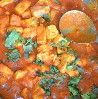 Easy creamy vegan tofu curry