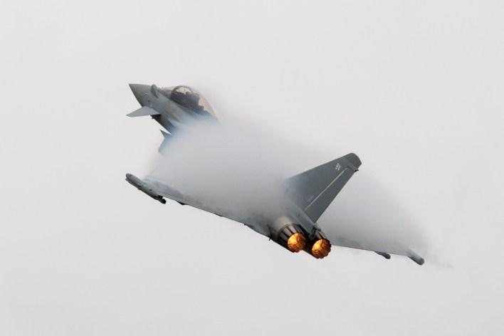 Een Eurofighter Typhoon van de Royal Air Force © Leonard van den Broek