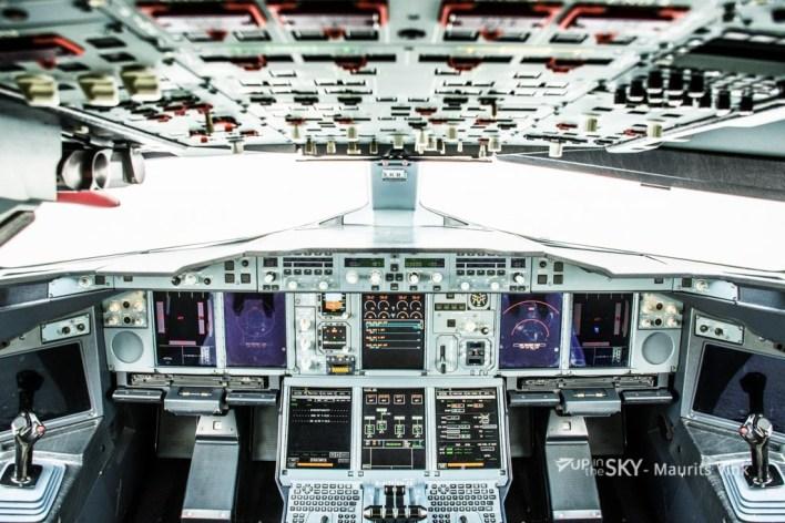 China_Southern_A380_Cockpit