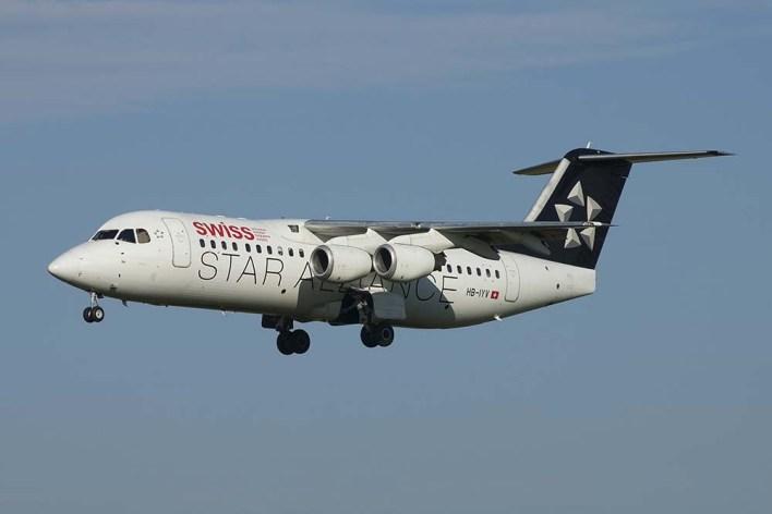 HB-IYV Avro RJ100 Swiss (c) Remco de Wit