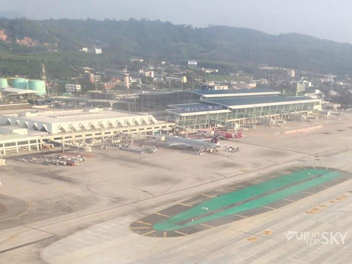 Phuket Airport - links oude terminal, rechts nieuwe