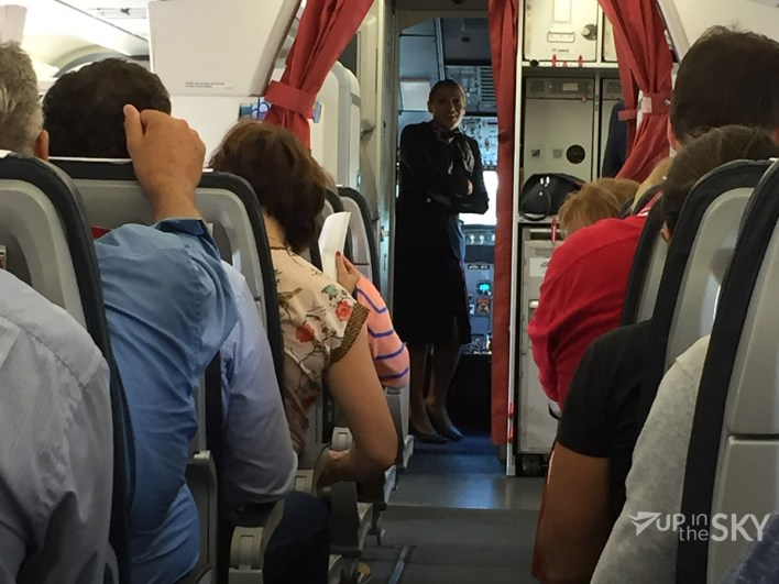 cabine_aegean_a320_stewardess_cockpit