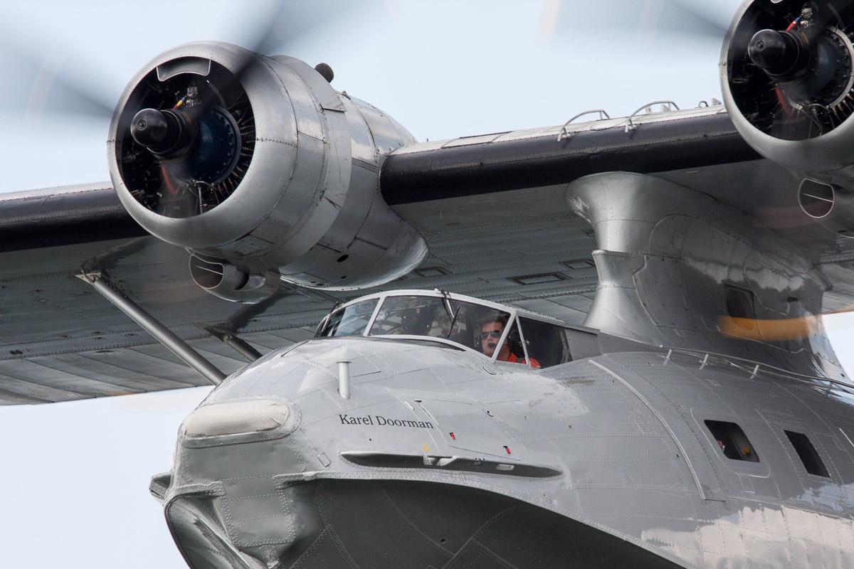 Watervliegtuig maakt noodlanding in Lelystad