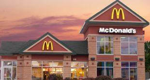 Een McDonald's restaurant in Moncton, Oost-Canada